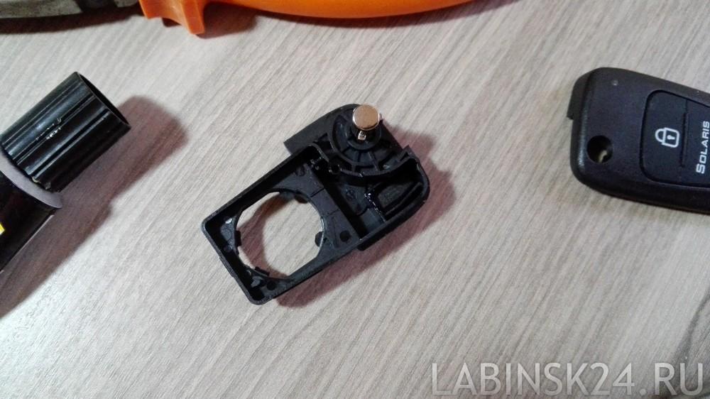 чип укладываем в специальное место в новом выкидном ключе